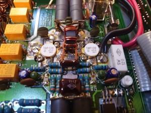 左側のVRでバイアス電圧を調整