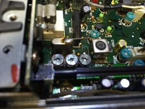 3個並んだトリマーの中央と右側がキャリアポイント調整用