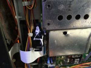放熱ファンの筐体に熱結合