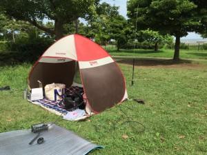 キャンプ場で即席シャック設営