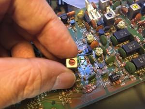 接触不良? 汎用の455KHz 段間結合用IFTに交換