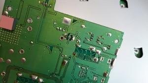 基準信号発振器の裏辺りの半田付けを補修するも・・