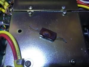 C11 200pFが短絡 餅の様に腫れ上がっていた