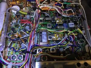 交換済みの電解コンはマーカーでチェック