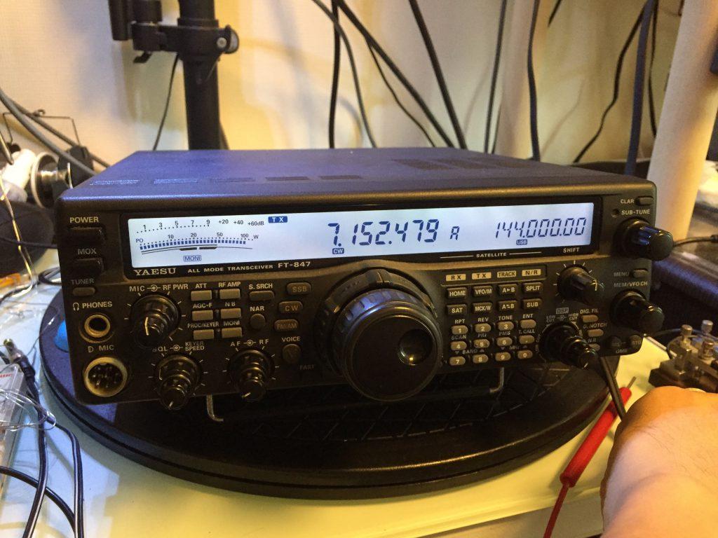 7.152MHz付近でCW送信中 100W確認