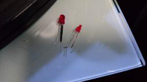 汎用LED(左) オリジナル(右)