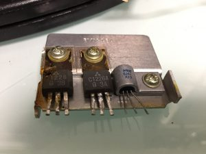 2SC1226A(中央)が故障
